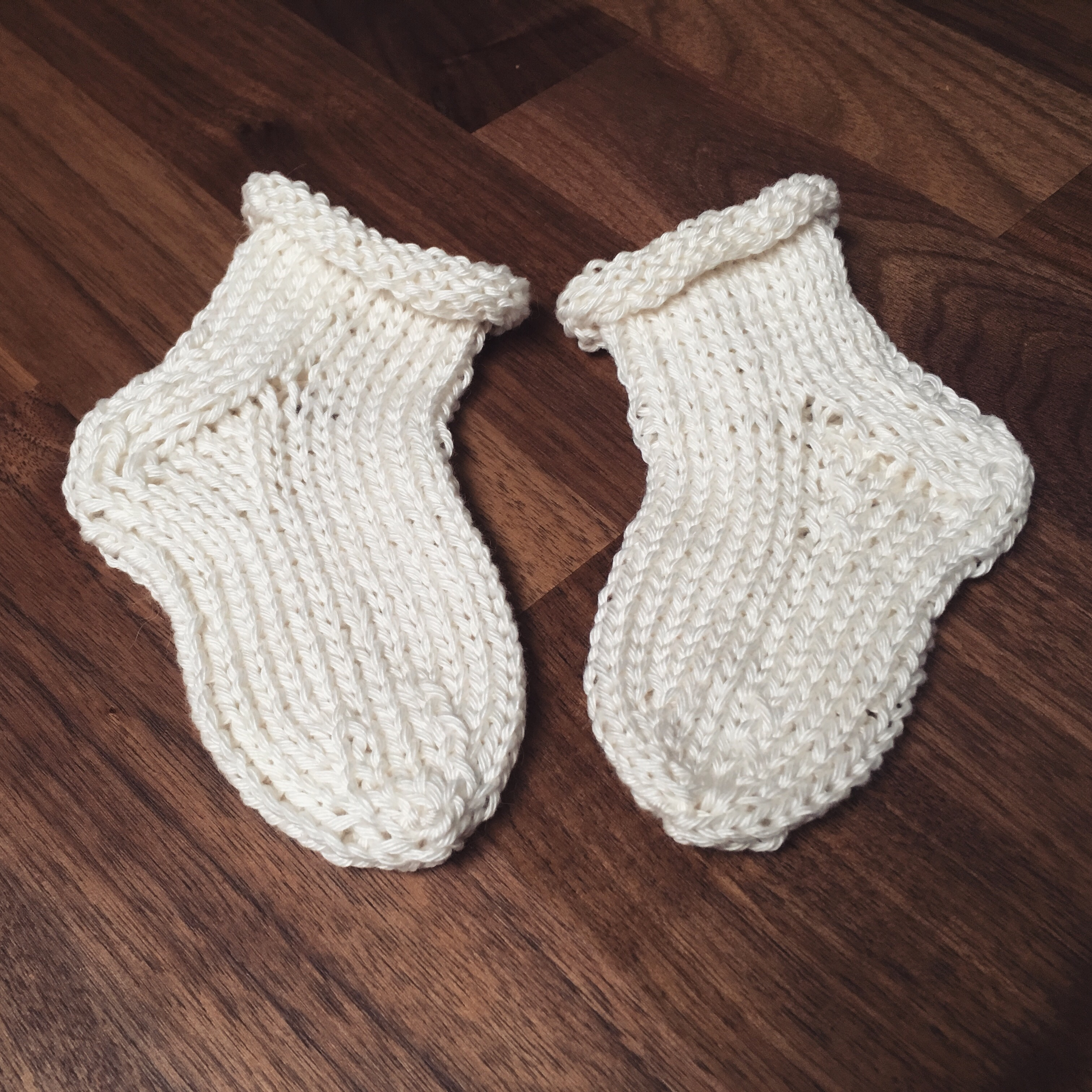 Knitting Baby Socks – Fox on an Island